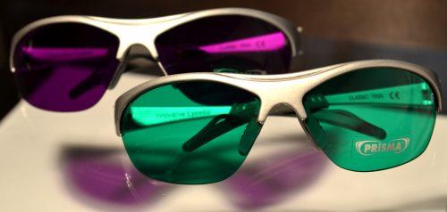 Farbtherapiebrillen gruen magenta