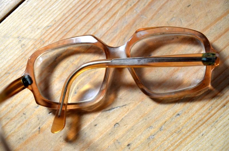 Brille weißer Belag