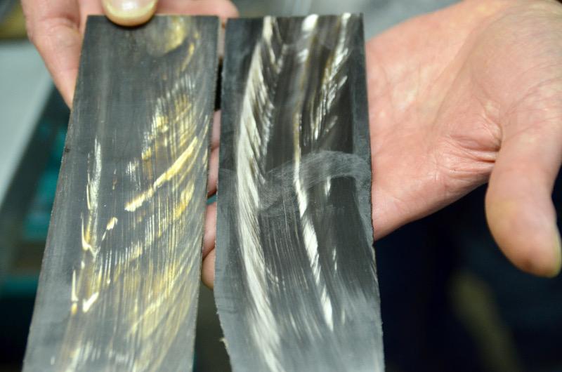Büffelhornplatten mit Einschluss von Mineralien
